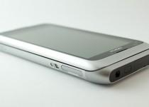 Nokia E7 - Side